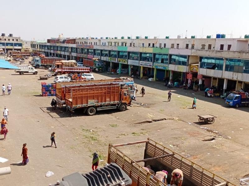 Bharat Bandh 2021 LIVE: बंद के चलते थोक सब्जी बाजार, मालवीय रोड, गोलबाजार में पसरा सन्नाटा