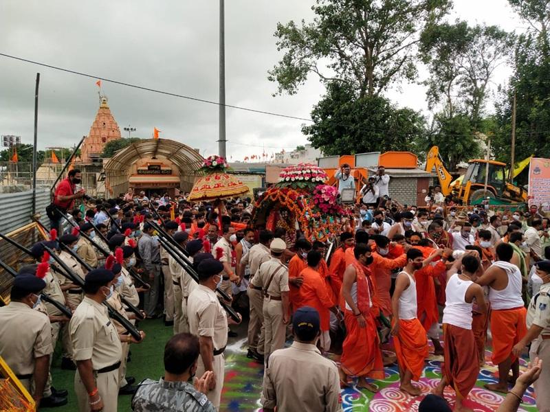 Mahakal Sawari Ujjain: चांदी की पालकी में सवार होकर भक्तों को दर्शन देने निकले भगवान महाकाल