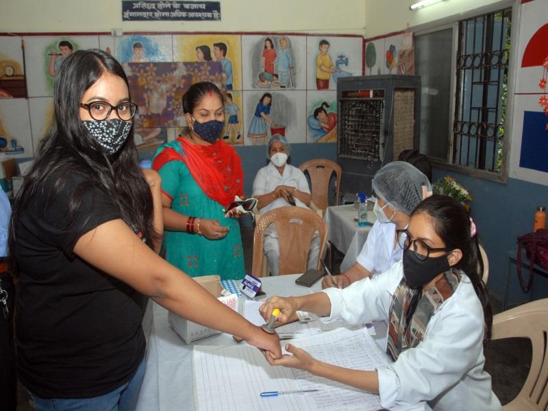 Corona Vaccination Maha Abhiyan 2: भोपाल में देर रात तक 80 हजार से ज्यादा लोगों को लगा टीका, आज दूसरी डोज लगाने पर रहेगा जोर