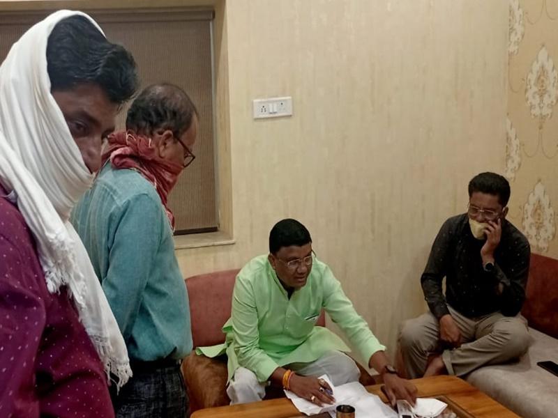 Balaghat Coronavirus: भाजपा कार्यालय में मंत्रीजी ने लगाया जनता दरबार, लेकिन नहीं पहना मास्क