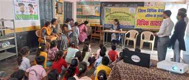 दतियाः न्यायाधीशों ने बच्चों को गुड टच व बैड टच के संबंध ने दी जानकारी