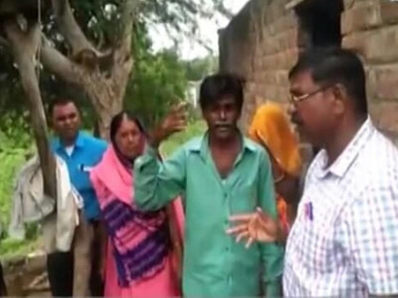 Corona Vaccination in Dhar: ग्रामीण की अजीब शर्त, बोला- प्रधानमंत्री मोदी को बुलाओ तभी टीका लगवाऊंगा