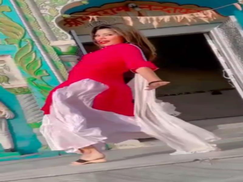 Video:  छतरपुर में मंदिर के गेट पर चप्पल पहनकर युवती थिरकी, मचा बवाल