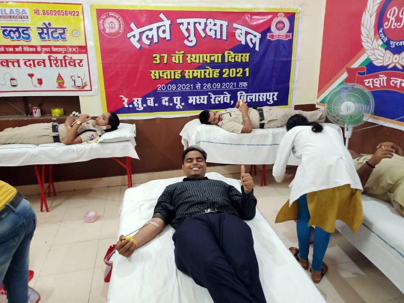 Bilaspur Railway News: रेलवे सुरक्षा बल के 68 अधिकारी व बल सदस्यों ने किया रक्तदान