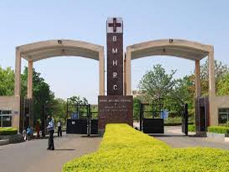 Bhopal Memorial Hospital And Research Center: डॉक्टर नहीं होने से ताले में बंद है सात कराेड़ की मशीन