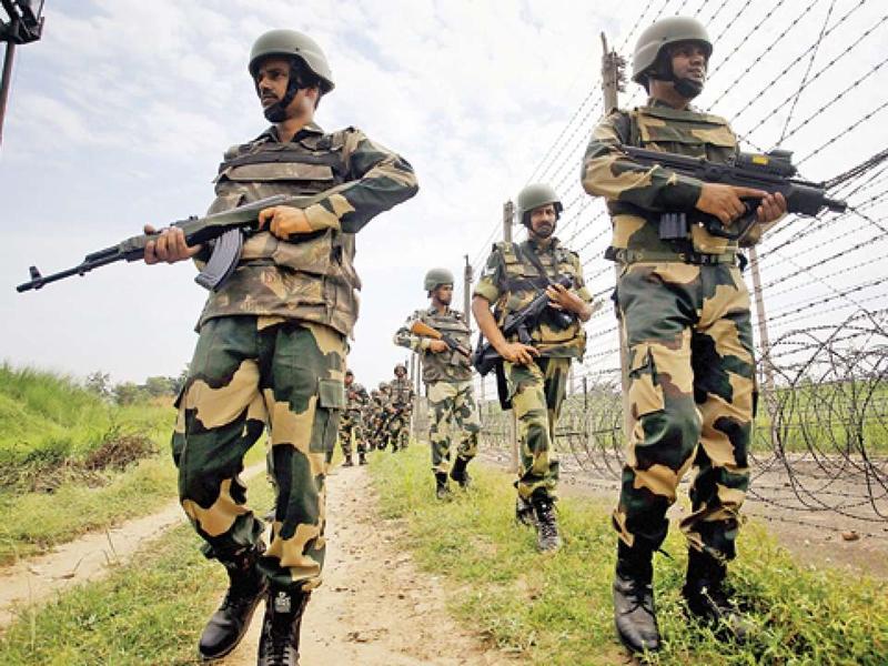 Pakistan में गृह युद्ध जैसे हालात, भारत में अलर्ट पर BSF