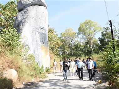 कांकेर में जनप्रतिनिधियों व अधिकारियों ने किया विकास कार्यों का निरीक्षण
