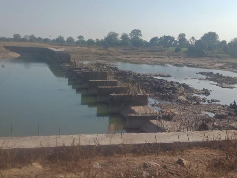 दमोह जिले में तीन साल बाद भी पूरा नहीं हो पाया चकेरी घाट पुल का निर्माण