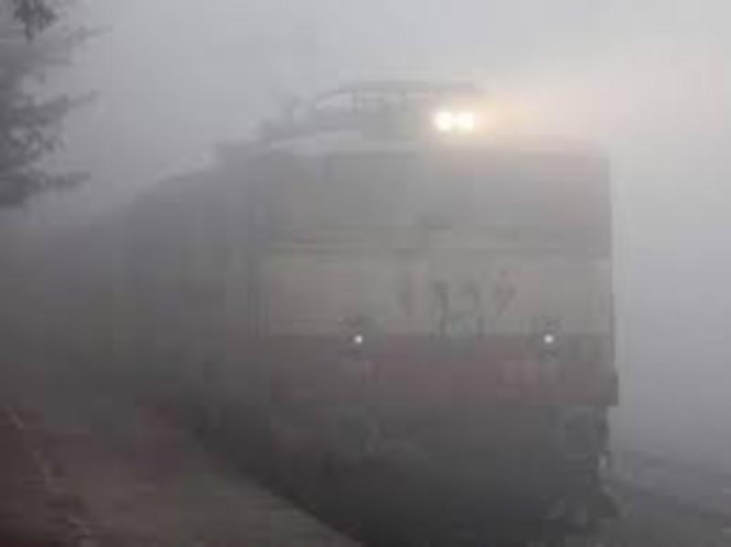 Gwalior Railway News: कोहरे से निबटने रेलवे अपना रहा है कई तरीके