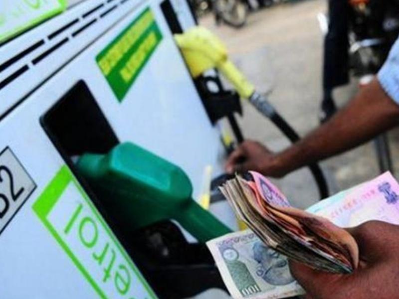 Petrol Diesel Rate Inflation Indore: जनता कोरोना से लड़ती रही उधर आठ महीने में पेट्रोल 12 और डीजल 11 रुपये बढ़ गया