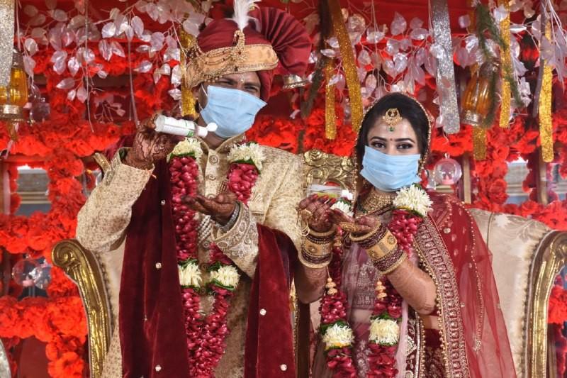 Jabalpur News: स्पेशल फोटोशूट बन जाएंगे जीवन भर की यादें कि शादी हुई थी कोरोना काल में