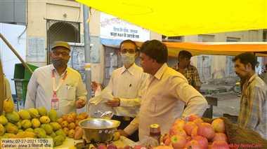 बाजार में धड़ल्ले से बिक  रही अमानक पालीथिन