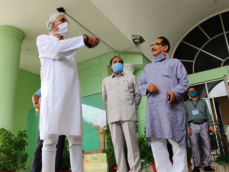 Chhattisgarh Political News: छत्तीसगढ़ की राजनीति में घमासान, टीएस सिंहदेव सदन छोड़कर निकले