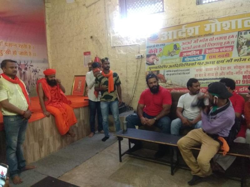 Gwalior Gaushala News: डब्ल्यूडब्ल्यूई रेसलर साैरभ गुर्जर पहुंचे गाेशाला, युवाओं काे दिया संस्कृति व सुरक्षित सेहत का संदेश