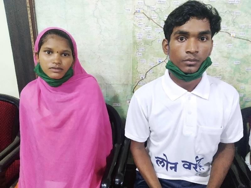 Dantewada News: गृहस्ती बसाने के लिए प्रेमी जोड़े ने छोड़ी नक्सलियों की दुनिया