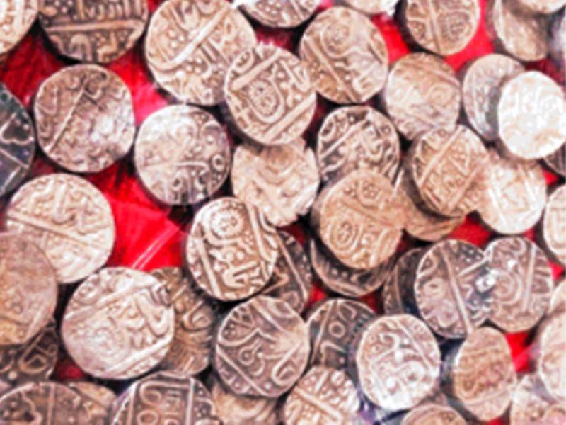 Silver Coins: बड़वानी में खोदाई में निकले होलकर कालीन 2484 चांदी के सिक्के