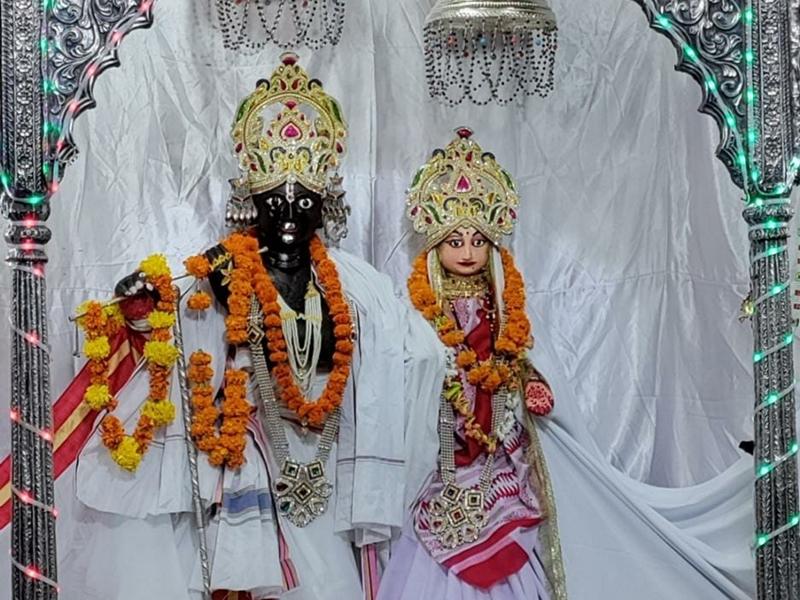 Shraddh Paksha 2021 : पन्ना के जुगल किशोर भगवान पितरों का कर रहे तर्पण