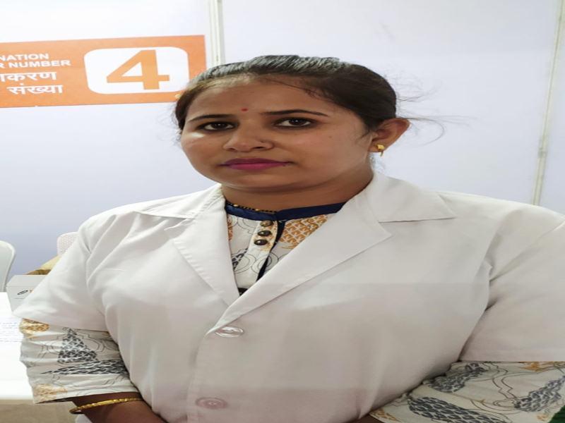 Corona Vaccination in Bhopal :  भोपाल में एएनएम गायत्री श्रीवास्तव ने 61 हजार लोगों को लगाए टीके