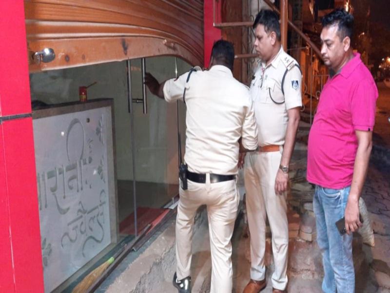 Itarsi Crime news: हाइवे से सटी सराफा दुकान में नकाबपोश लुटेरों ने लगाई सेंध, नहीं मिले जेवरात