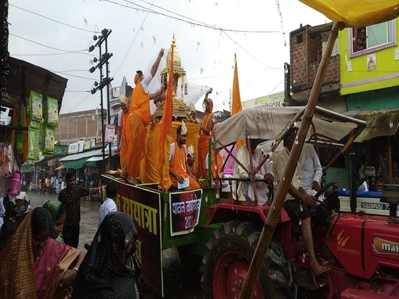Morena Dharma Samaj News: बारिश के बीच शहर में निकली वार्षिक महोत्सव रथयात्रा