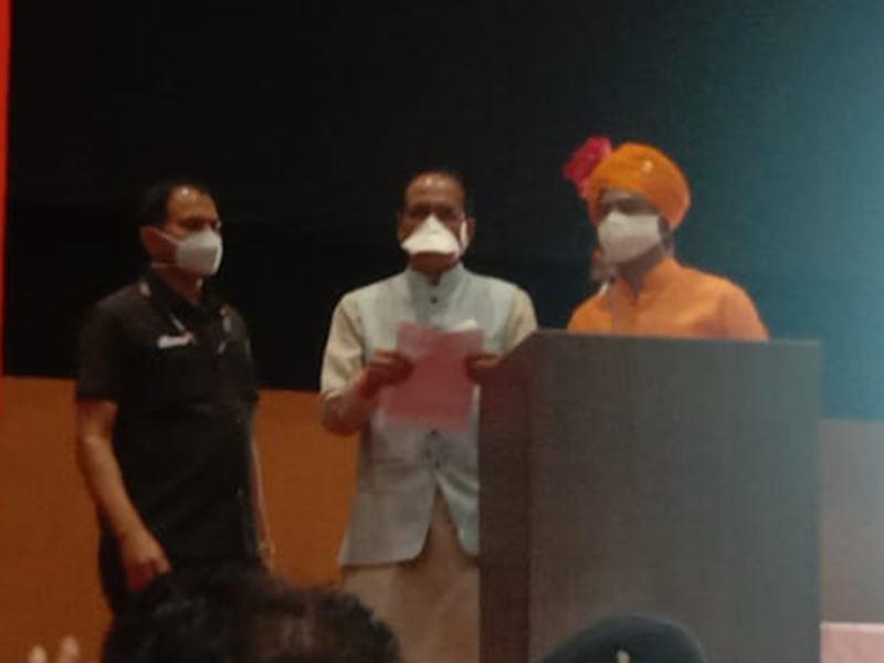 सीएम शिवराज सिंह चौहान ने कहा, फिल्म पद्मावती का विरोध करने वालों पर दर्ज केस करेंगे खत्म
