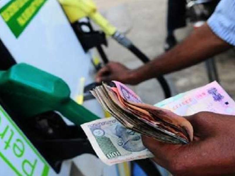 Petrol Diesel Rate: लगातार 26वें दिन पेट्रोल डीजल की कीमत में बदलाव नहीं, दिवाली तक मिल सकती है बड़ी राहत