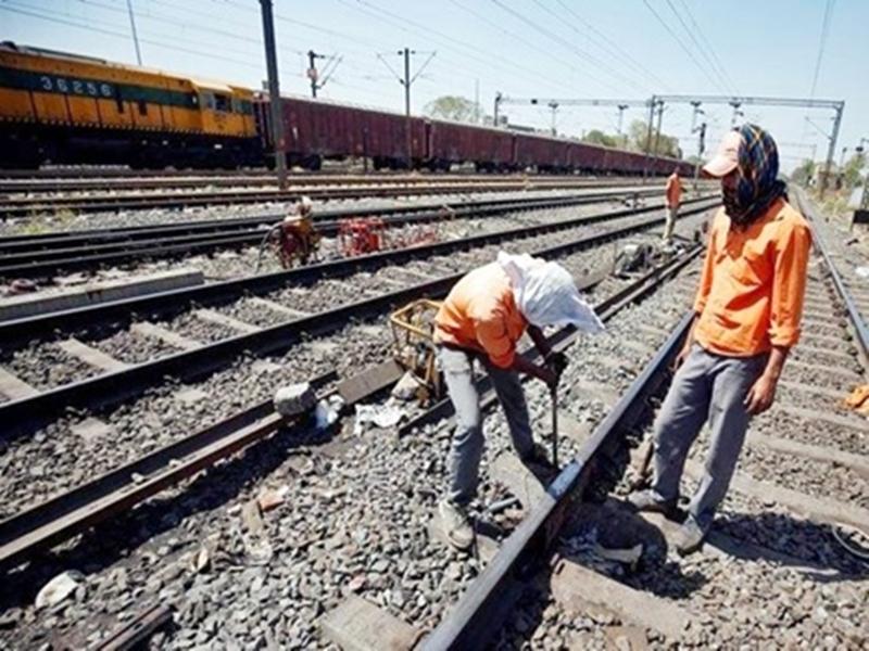 Jabalpur Railway News: ग्वारीघाट से गढ़ा पहुंचे नागपुर डीआरएम, बिनैकी तक किया निरीक्षण