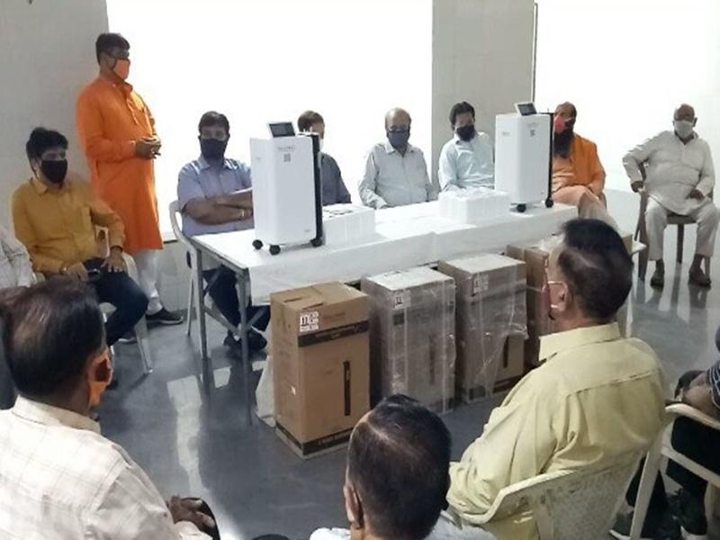 Corona Socialwork Indore: सिंधी समाज की पहल, जरूरतमंदों की सांसें थामने के लिए उपलब्ध करा रहे ऑक्सीजन मशीनें