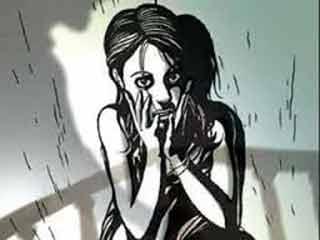 Indore crime news:  थानेदार से नाबालिग बोली, शारीरिक संबंध बनाने का बोलता है पिता, गिरफ्तार करवाया