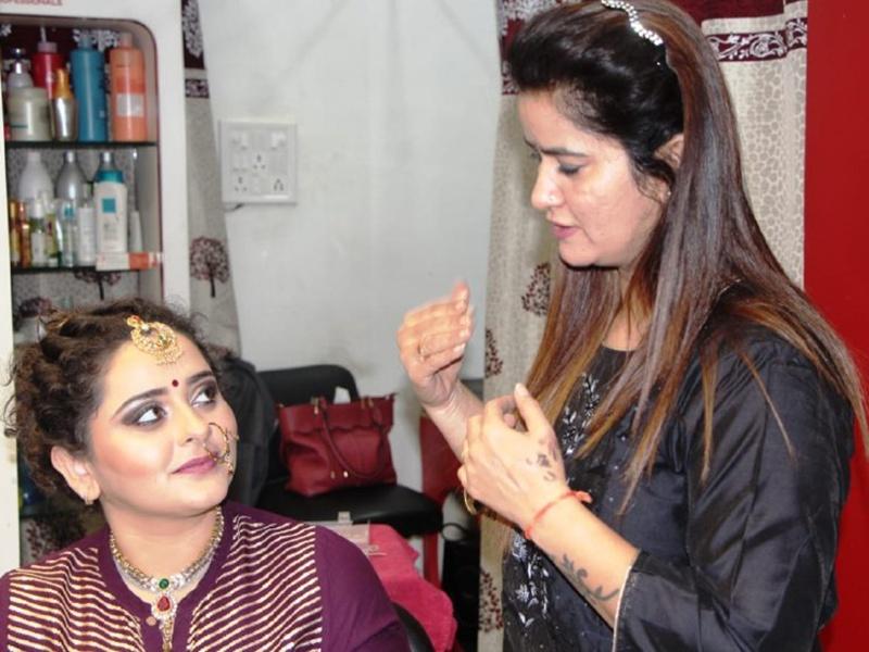 Beauty Tips Indore: रसायन युक्त उत्पादों को लगाने में बुराई नहीं लेकिन रोजाना न करें इसका उपयोग
