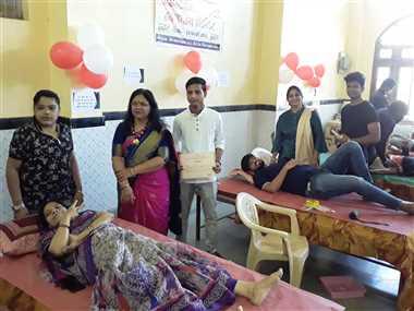 शहडोल : पहली बार रक्तदान करने वाली दीपाली ने कहा-दिल को बेहद सुकून मिला