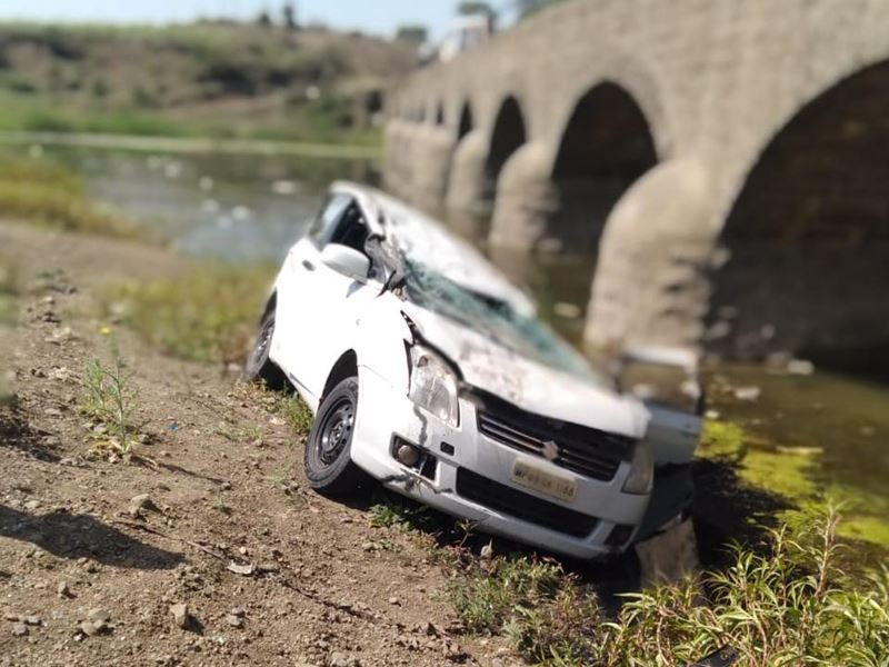 ललितपुर से इंदौर जा रही कार विदिशा में पुल से नीचे गिरी, 3 घायल