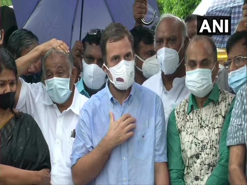 Monsoon Session Updates: जासूसी कांड पर दोनों सदनों में विपक्ष का हंगामा, राहुल गांधी ने सरकार पर दागे सवाल