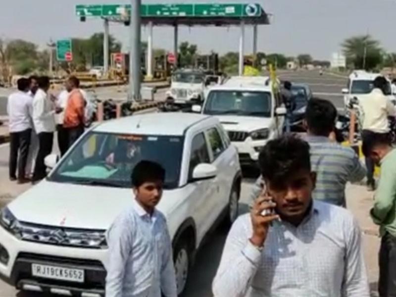 Jodhpur : ग्रामीणों और RLP कार्यकर्ताओं ने टोल नाके पर किया कब्जा, टोल में रियायत की मांग