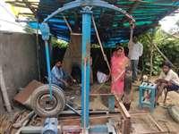 VIDEO: पत्नी के हाथ के छालों ने लोहा ढ़ालने वाले दिल को पिघलाया और जुगाड़ से बनाई यह मशीन