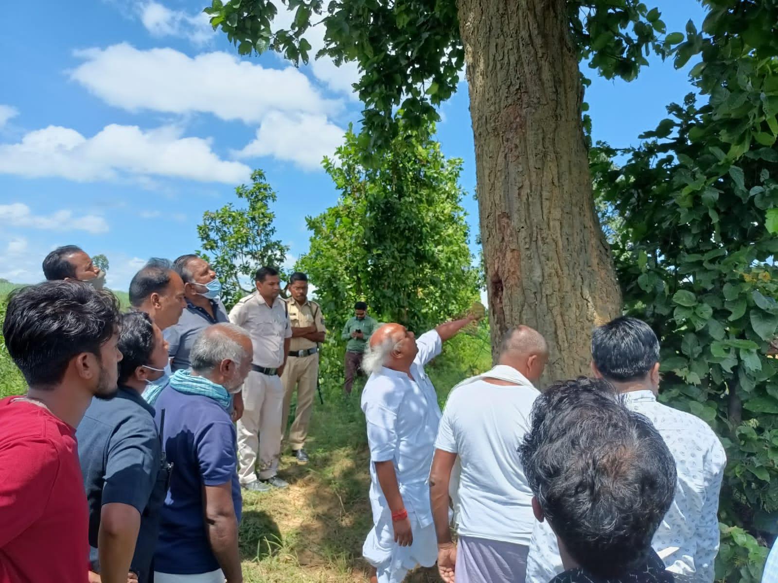 Ambikapur News: पेड़ के नीचे खड़े रहने के दौरान आए थे गाज की चपेट में