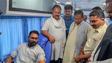 भाजपा जिला कार्यालय में युवा मोर्चा ने किया 71 यूनिट रक्तदान