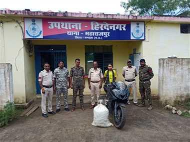 बाइक सवार से जब्त किया गया 15 किलो गांजा