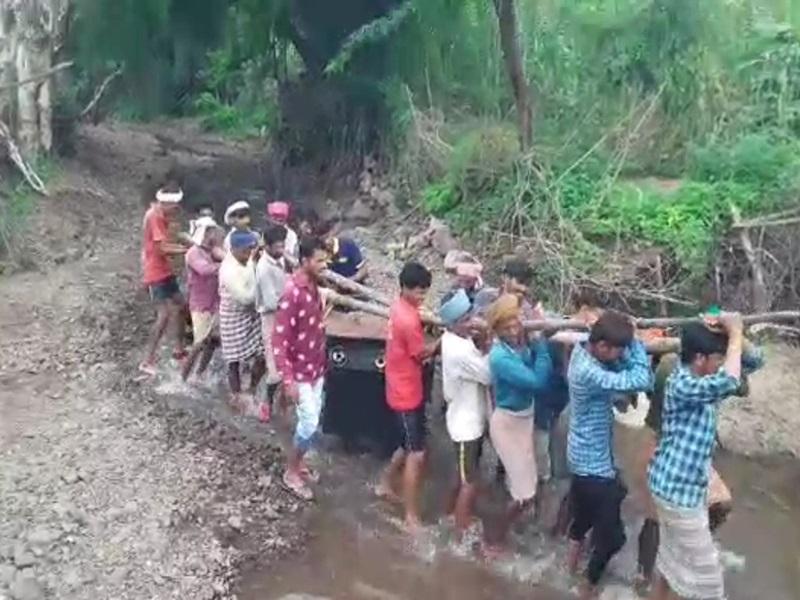 Alirajpur News: 12 लाख रुपये से बनी पुलिया बारिश में बह गई, अब पैदल जाना मजबूरी