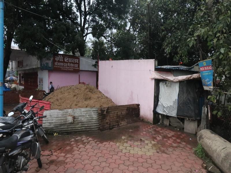 Indore News: चाणक्यपुरी चौराहा के पास गौशाला हटाने के नोटिस के बाद आज रहवासी पूर्व विधायक से करेंगे बात