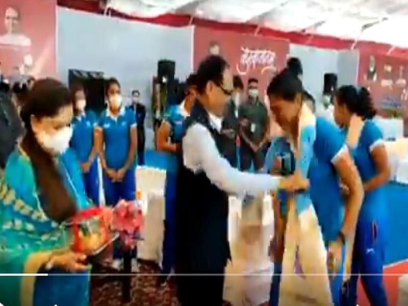 Madhya Pradesh News: भारतीय महिला हॉकी टीम का आत्मीय सम्मान, सीएम बोले-MP में वर्ल्ड क्लास स्टेडियम बनेगा