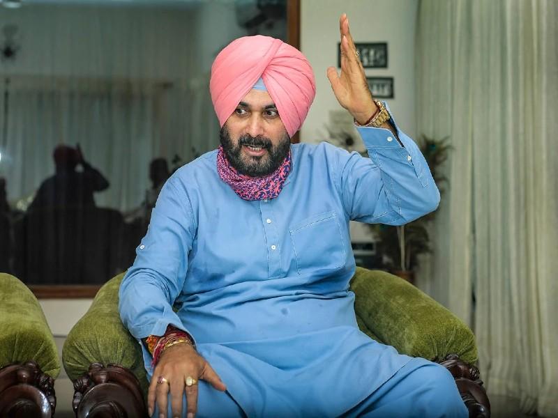 नवजोत सिंह सिद्धू के इस्तीफे के बाद बयानों का सिलसिला, अमरिंदर ने कहा- स्थिर आदमी नहीं, भाजपा का तंज- गुरू चला गया