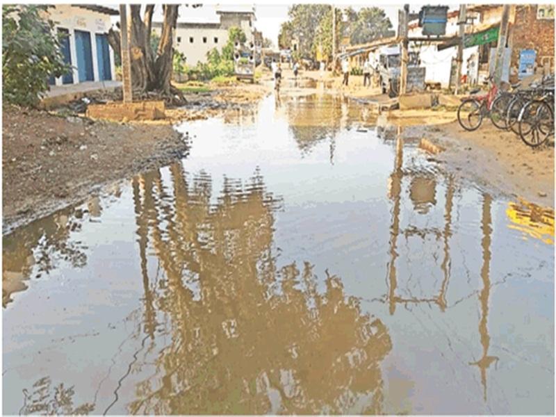 Morena  Jam drain  news: जाम नाला बना मुसीबत, जलभराव से पक्की सड़क तक हो रही जर्जर