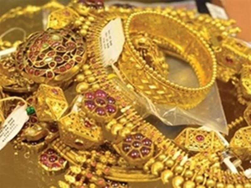 Gold Rate : घरेलू बाजार में सोने के दाम गिरे, चांदी भी सस्ती, जानिये आज के रेट