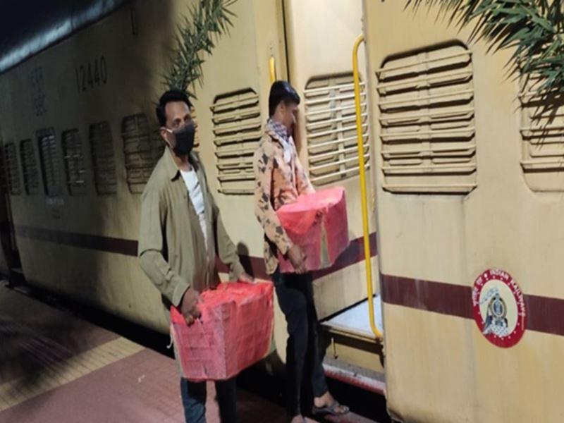 Kisan Train: छिंदवाड़ा से हावड़ा के लिए चली पहली किसान रेल, किसानों ने भेजे संतरे और सब्जियां
