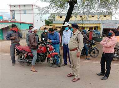 मास्क नहीं पहनने वालों से पुलिस ने वसूल साढ़े चार हजार