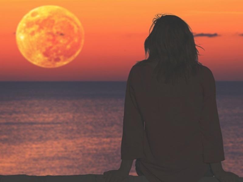 Chandra Grahan 2020: चंद्र ग्रहण के दौरान गर्भवती महिलाएं रखें इन बातों का ध्यान