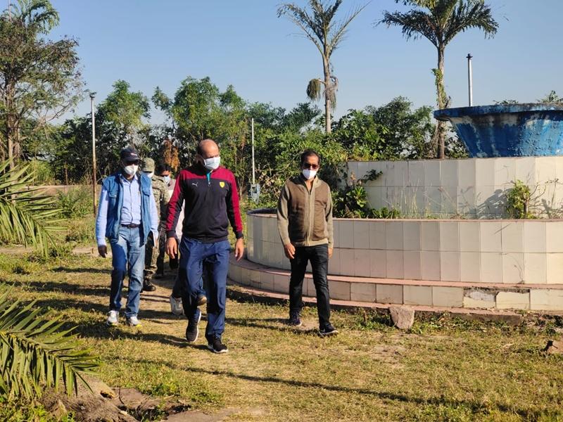 Raipur News : दुर्ग जिले के कलेक्टर ने कहा जल्द शुरू करें पुष्पवाटिका का संधारण कार्य