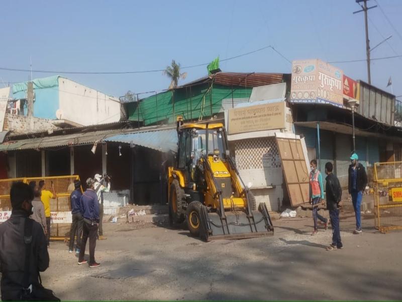 VIDEO: भोपाल में अतिक्रमण के खिलाफ बड़ी कार्रवाई, ईरानी डेरे के अवैध निर्माण पर चला बुलडोजर, ढहाई 40 दुकानें