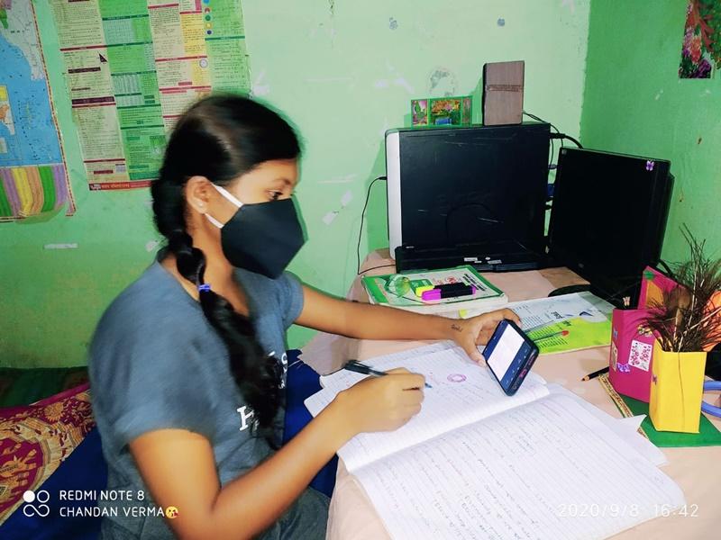 School Education: कोरोना काल में स्कूली छात्रों को पढ़ाई में मदद कर रहा बुलटू के बोल, जानिए क्या है खास